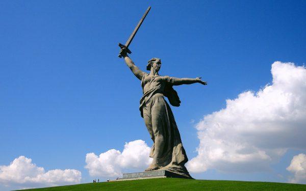 Скульптура «Родина-мать зовёт!»